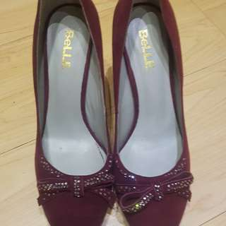 Size 7 high heeled imported shoes