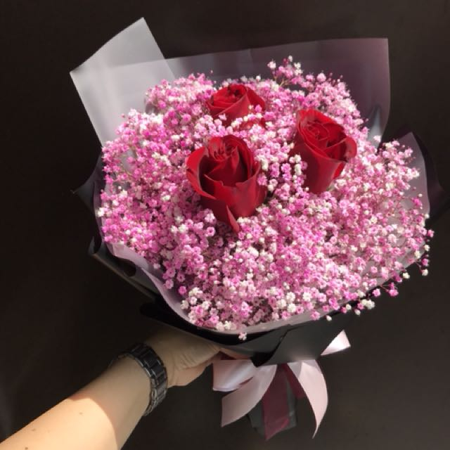 3 red rose With Baby Breath IN STOCK