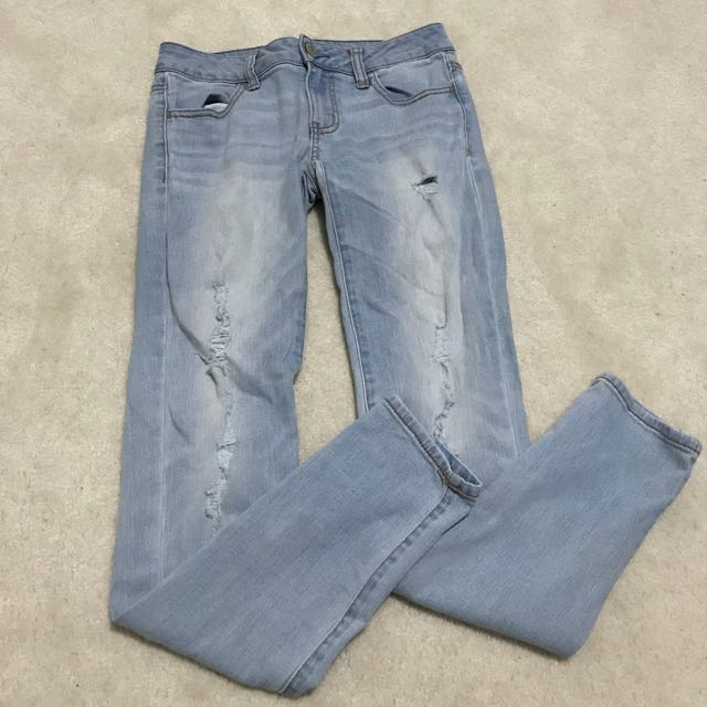 AE ripped lightwash jeans