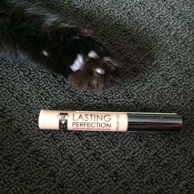 Collection Lasting Perfection Concealer in 02 Cool Medium.