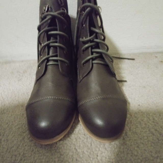 NEW LACE-UP SHOES