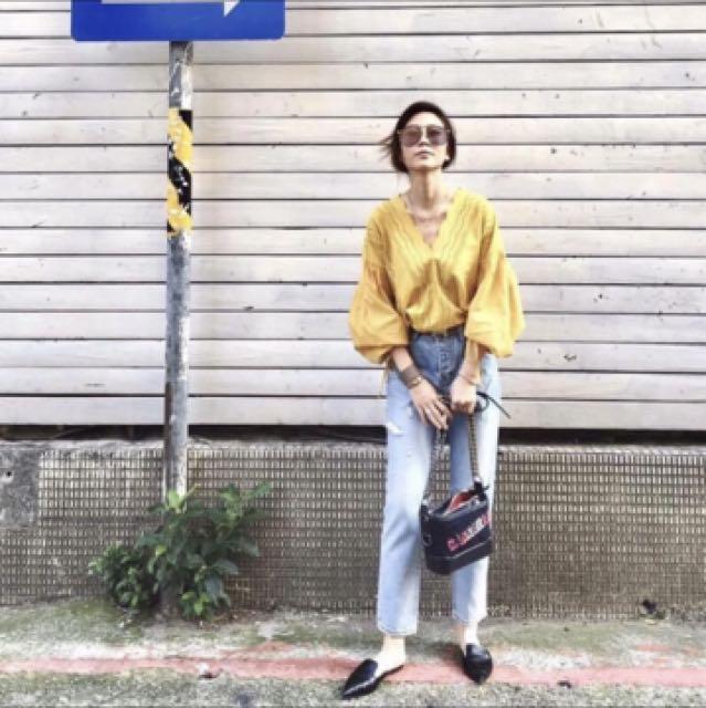 Samantha Lin in Seoul 淺色 大腿單邊小破損mom jeans 牛仔褲