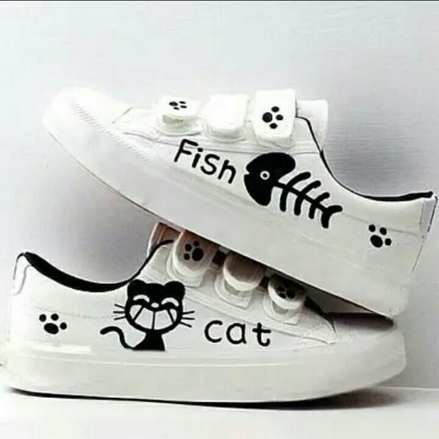 Sepatu cat and fish