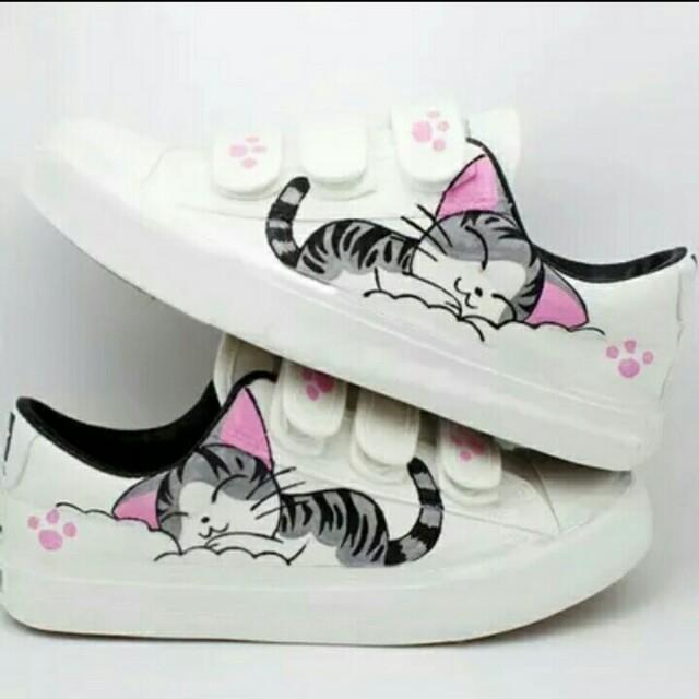 Sepatu kets kucing