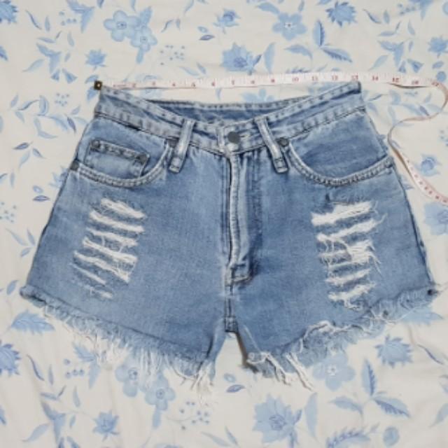 Tattered shorts (high waisted)