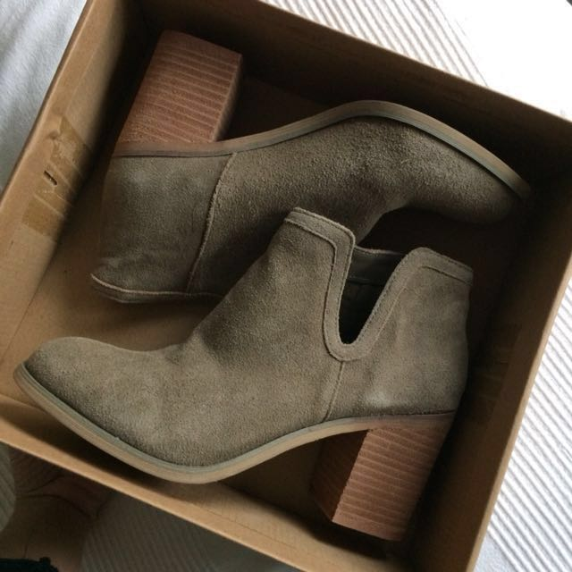 uo suede boots 👢!
