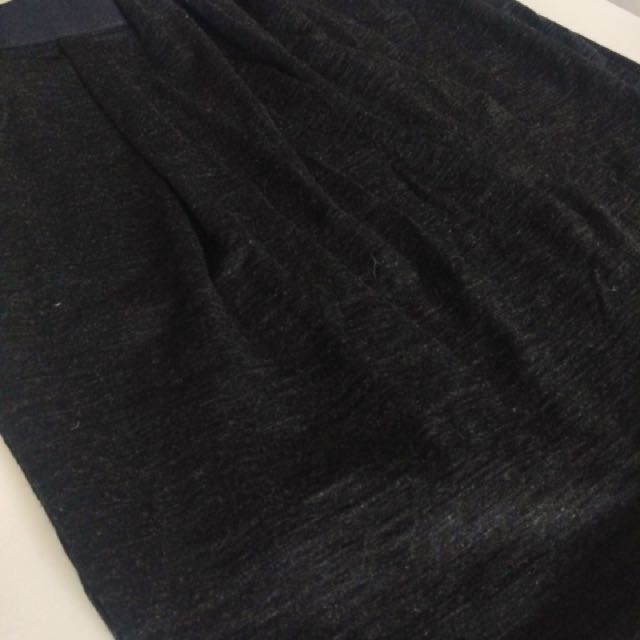 Witchery skirt size xs -stretchable up to size 8