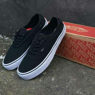 Separu vans authentic putih hitam sz 40-44