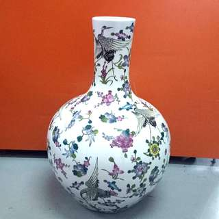 Antique Qing Porcelain vase 仿清粉彩花瓶