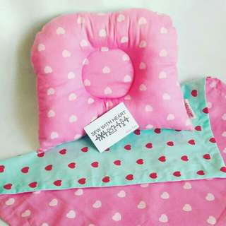 Dimple Pillow With Blankets