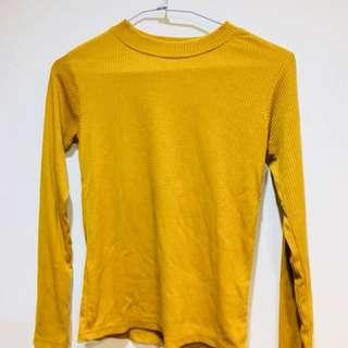 🚚 黃色長袖(可當內搭也可外穿)