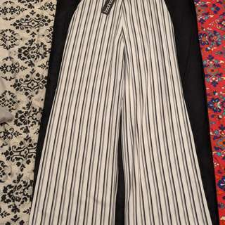 BOOHOO STRIPED WIDE LEGGED PANTS