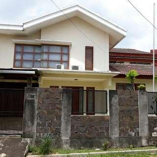 Rumah mewah di Jatiwaringin permai AU