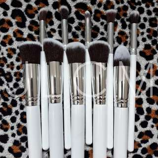 KABUKI BRUSH SET (WhiteSilver)