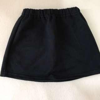 Uniqlo Skirt (black); fits 1-2 yrs (size80)
