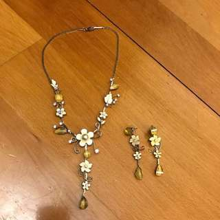 Yellow flowers Jewellery set