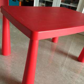 Play table red