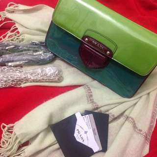 Authenthic Prada patent leather bag with light wool cashmere shawl