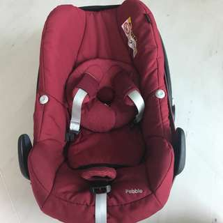 Maxi Cosi Pebble with Terry Towel Summer Cover. Selling without isofox base