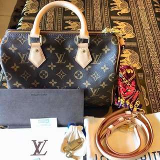 Authentic Louis Vuitton Speedy Bandouliere 25 monogram canvas