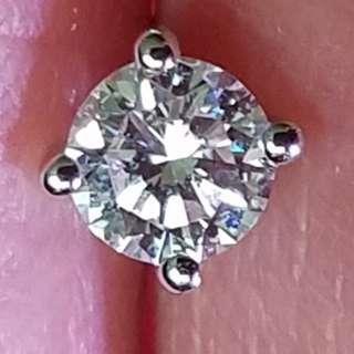 鑽石耳環 單一隻30份 約 F色 Vs2 乾淨 高色    看見實物更閃更靚 $4300 保證真貨~如假包換~可以去驗證 如有興趣請pm我