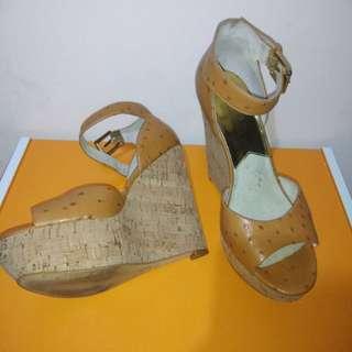 Wadges sepatu wanita