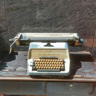 🚚 德國經典ADLER打字機