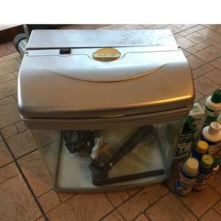 Expat Sale: Fish tank with pumps & lot accessories