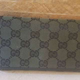 Authentic Gucci long wallet in excellent condition