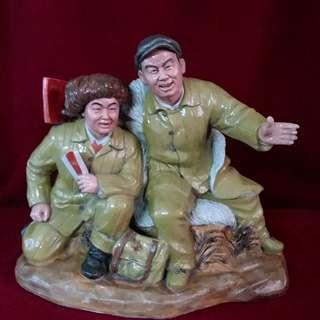 王进喜和青年工人黄釉塑像