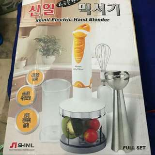 Electric hand blender
