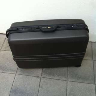 Satchi Club 28 inches hard case luggage. In good condition.