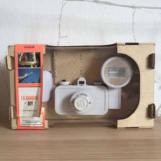 La sardina Lomo 35mm film camera (full white)