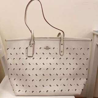 Coach Handbag (米白色 white colour)