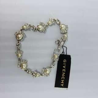 Givenchy® Paris Pearl Swarovoki Flex Bracelet
