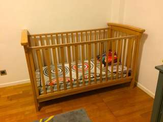 KINGPARROT Cot/Junior Bed + MOTHERCARE Mattress USED 婴儿床