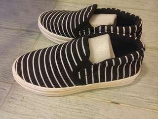 黑/白橫間帆布鞋