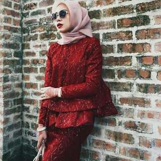 Size M,Colour Red,Its is a new item.