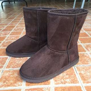 Winter boots (similar to Ugg boots)