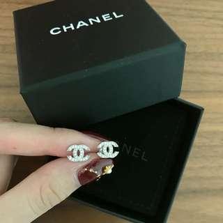 Chanel earring mini cc logo classic