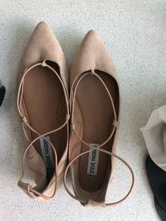 Excellent Steve Madden nude shoes