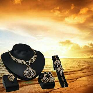 Necklace Earrings Bracelet Ring Set Fashion Accessories