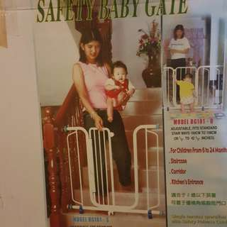 Safety baby gate