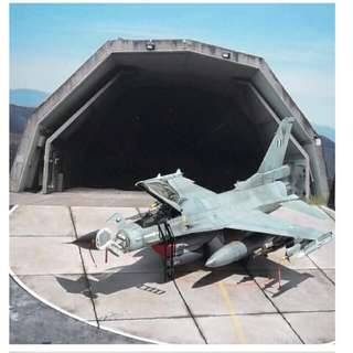 1:72 Scale Aircraft Hardstand Display Base With Hangar Background Diorama Model NOT Included Size: 29.7 X 21cm