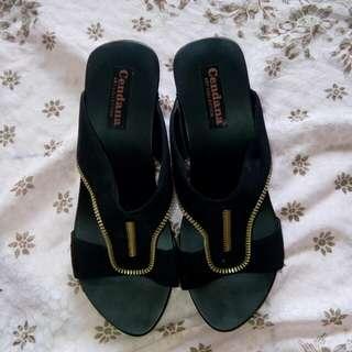 Sepatu heels kayu hitam / wanita