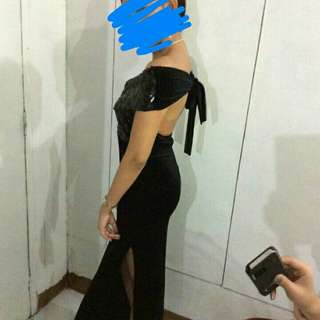 FOR RENT LONG BLACK GOWN