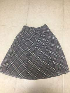 Burberry grey checkered skirt