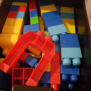 Mega blocks build & learn table with loose pieces