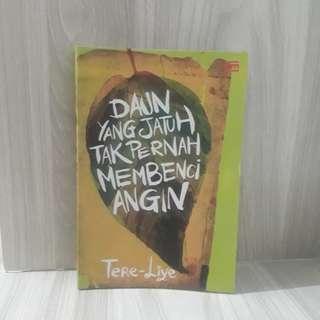 Free ongkir! Novel Tere Liye - Daun yang Jatuh Tak Pernah Membenci Angin