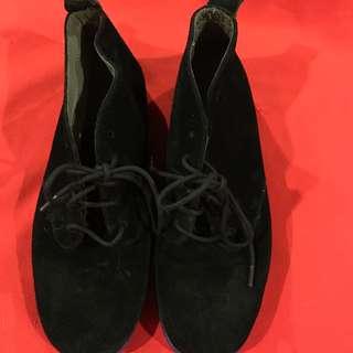 Aerosoles black suede ankle boots size 39 / US 8.5